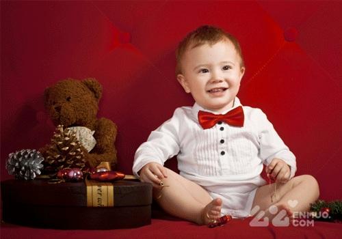 如果宝宝发育正常,一岁或者两岁半长牙