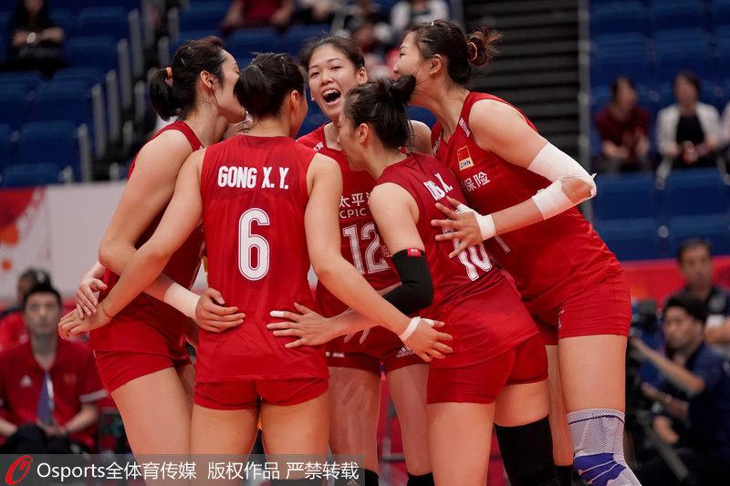 中国队庆祝得分